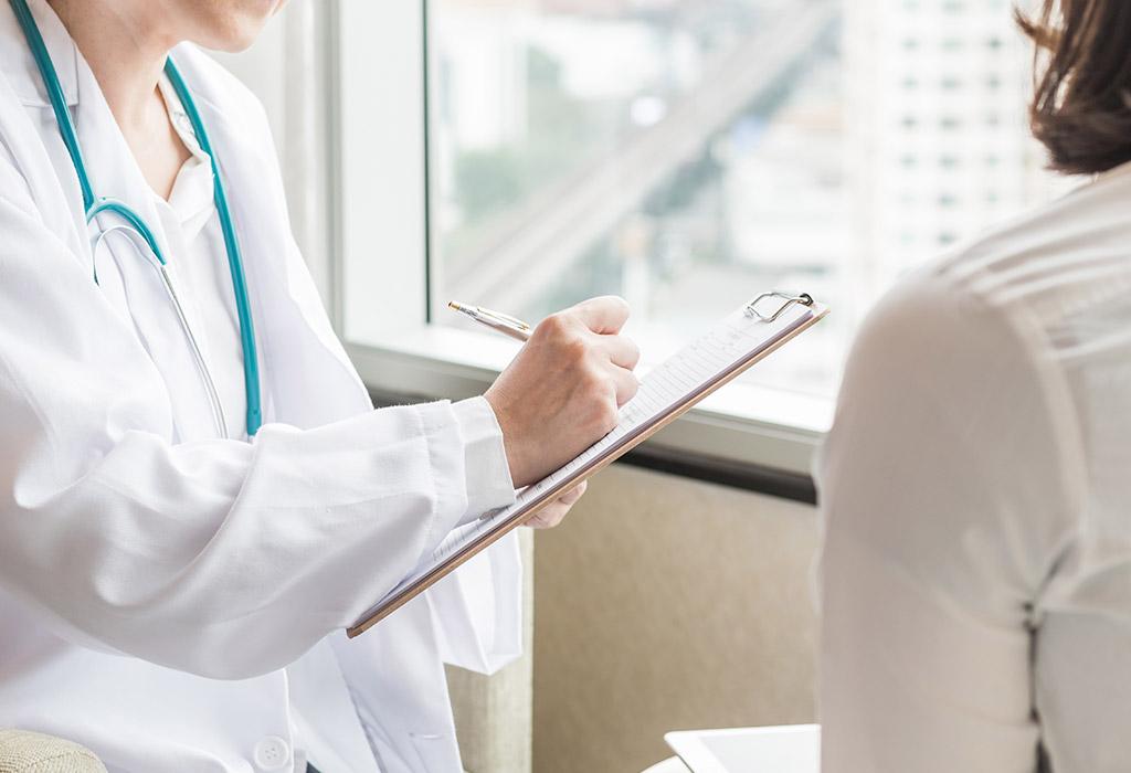 Bác sĩ tư vấn khám  bệnh phụ khoa