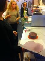 Atelier d'initiation à la pâte à sucre de Bri's Cakes dans la superbe boutique de Milypat à Tournai.