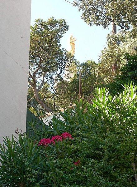 Jardin au pied de la Vierge