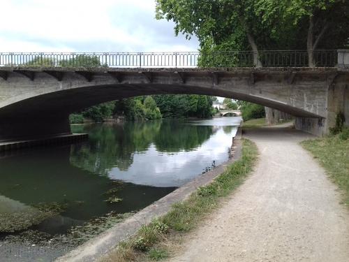 LA FLECHE -Le Carroi, l'Hôtel de Ville et le Parc des Carmes