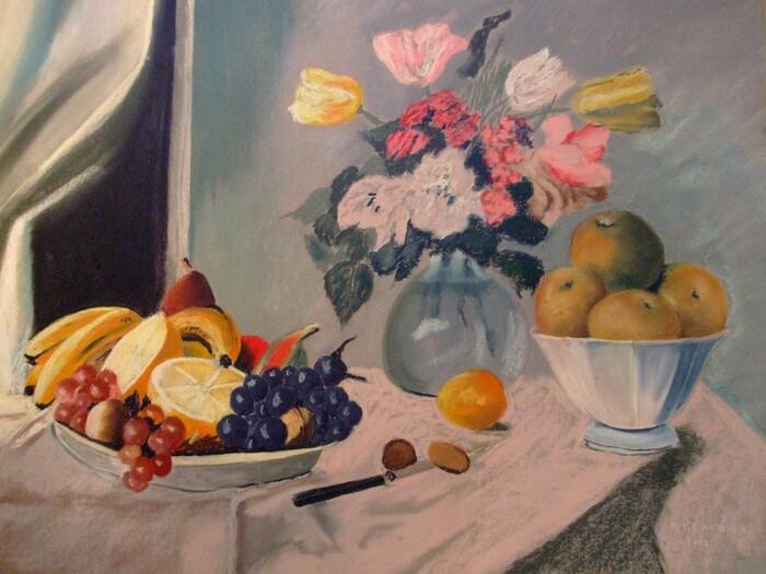 Vase de fleurs et coupe de fruits