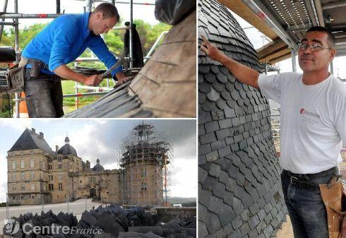 Le chantier monumental va se dérouler en plusieurs phases sur une période de deuxans et demi. Actuellement la tour de Bretagne va demander quatre mois de travail aux six ouvriers à partir de septembre, qui utilisent les ardoises de Travassac.? - photos christelle bouyoux