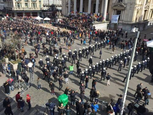 Une marche blanche prônant la solidarité remplacée par une marche brune nauséabonde