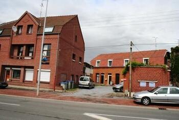 une maison a été construite dans la cour des anciens bureaux des gardes