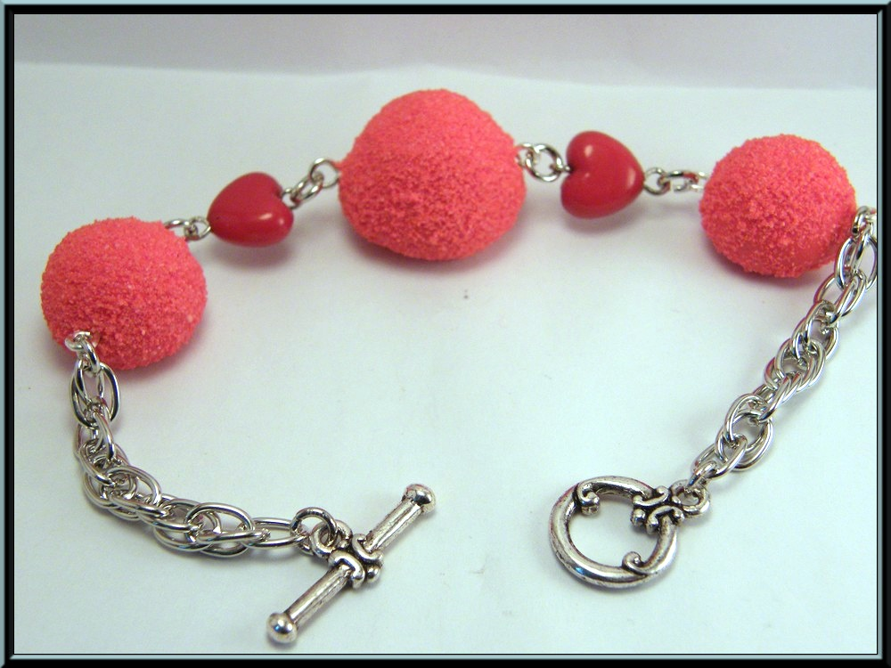 bracelet bonbon type fraise tagada en fimo et perle coeur plan 232 te fimo
