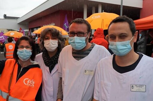 Éricka Gloanec, Alice Pennarun, Julien Tanneau et Cyril Le Floc'h sont des soignants du médico-social. Ils n'ont pas droit aux 183€ net par mois de revalorisation salariale accordés aux soignants du secteur sanitaire. «On ne lâchera pas», disent-ils, ce jeudi 1eroctobre 2020, lors du débrayage à l'EPSM Gourmelen.
