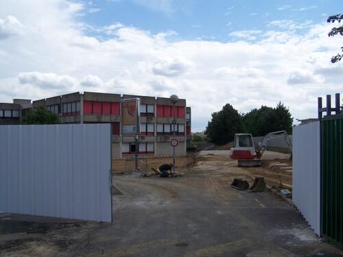 Le portillon entrée des professeurs et Le portail principal du lycée neutralisés pour l'entrée du chantier dans la phase 1