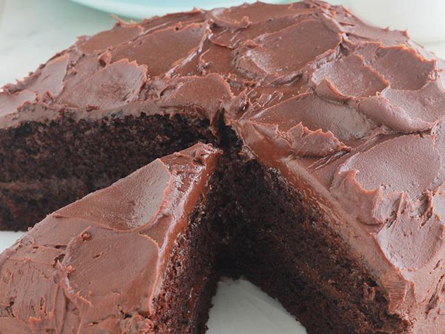 Gâteau au chocolat noir moelleux et ganache : une recette facile ...