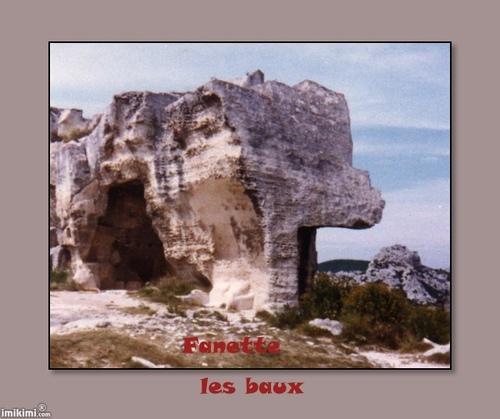 Un petit passage furtifou l'on va un peu ce promener aux baux de Provence.Bonne balade
