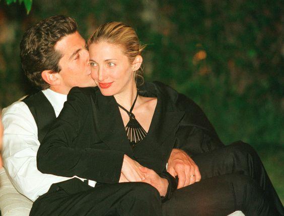 John F. Kennedy Jr et sa femme Carolyn lors d'un dîner à la Maison Blanche le 1er mai 1999.: