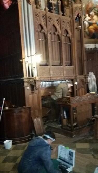 Dépoussiérage de l'orgue de choeur