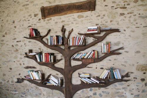 Arbre et Kiosque à livres
