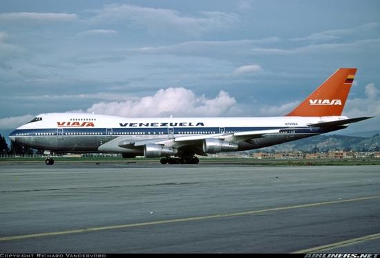 B 747 100  N749 WA