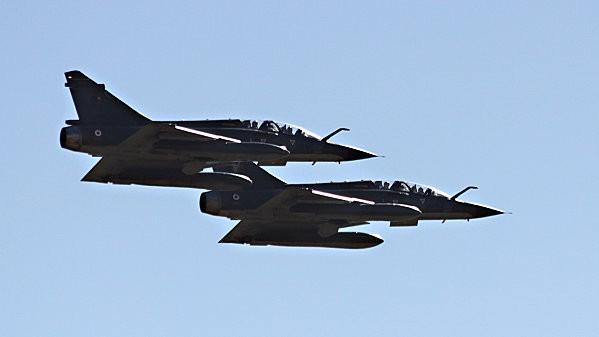 duo avions de chasse -3-