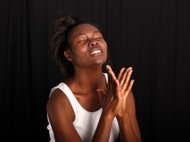 Schöne glückliche Afrikanerin