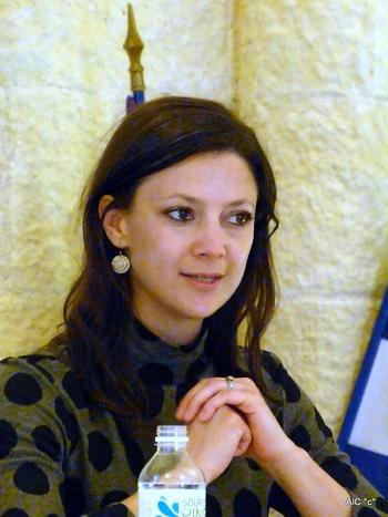 Marie-Hélène Poitras présentant son livre