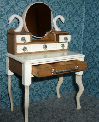 2008 coiffeuse romantique miniatur 39 site. Black Bedroom Furniture Sets. Home Design Ideas