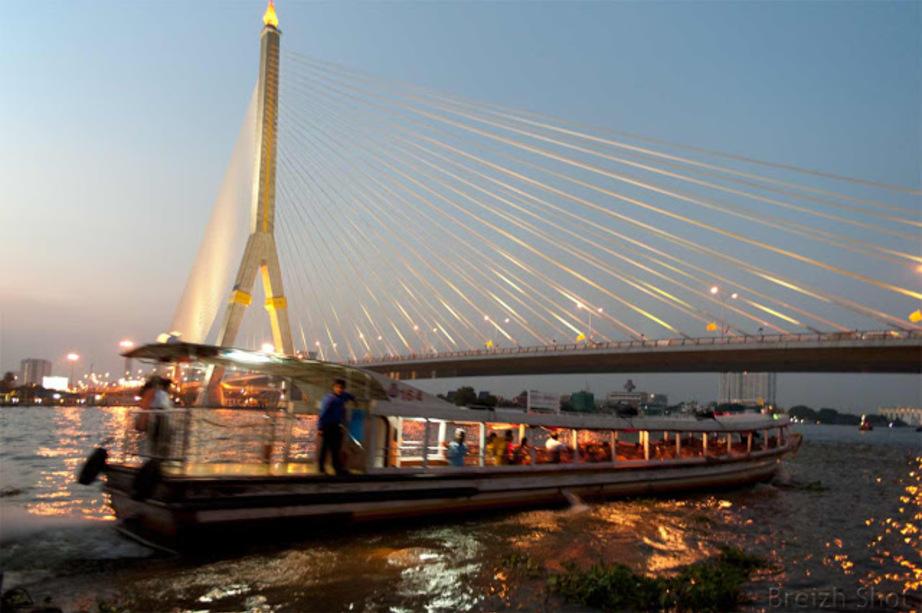 Chao Phraya :  bateau bus