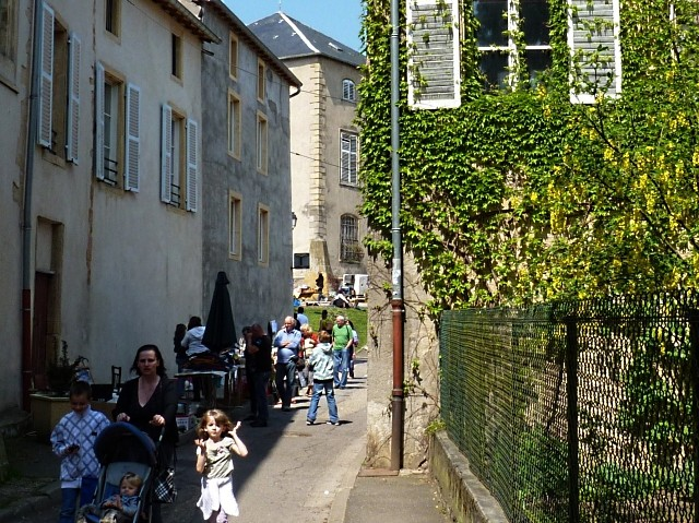 Gorze la brocante du muguet 12 Marc de Metz 2011