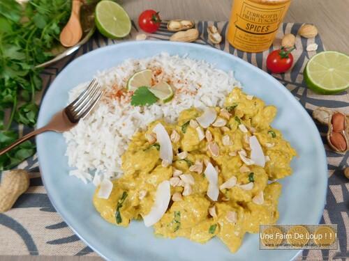 Curry de poulet au lait de coco et cacahuètes