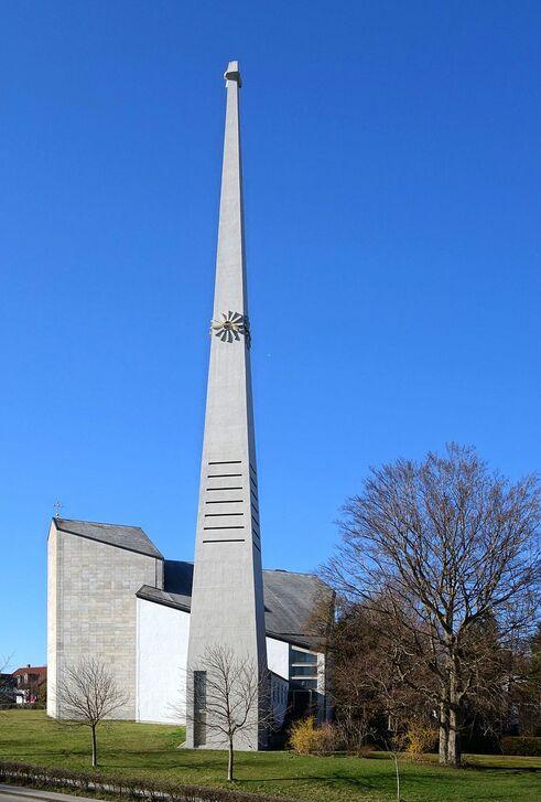Schongau Kirche Verklärung Christi von Süden.jpg