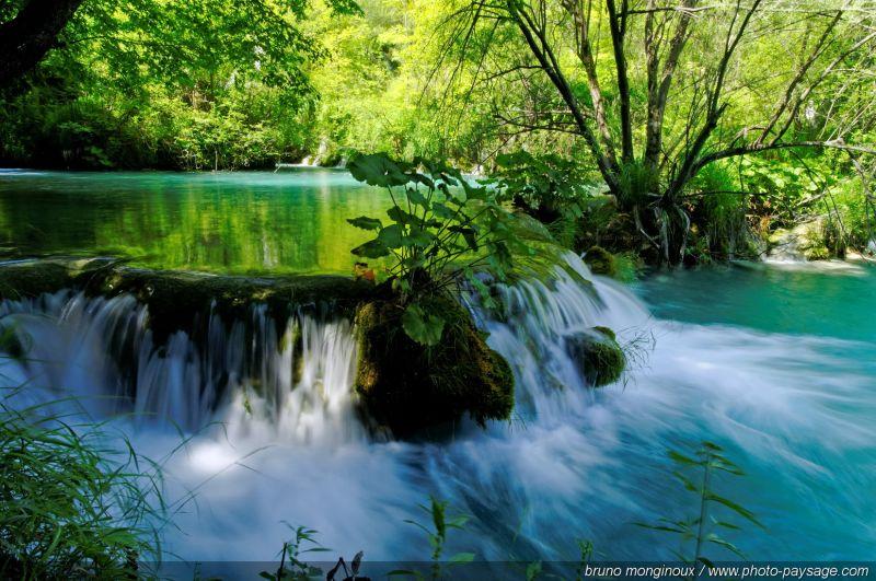 Petits lacs bleu-turquoises, rivières et cascades, visions magiques et paradisiaques....  - Parc National de Plitvice, Croatie