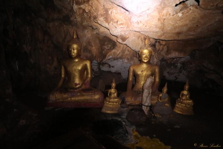 Grotte à proximité des cascades de Kuang Si