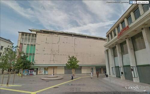 Poitiers : démolition de la façade du Printemps