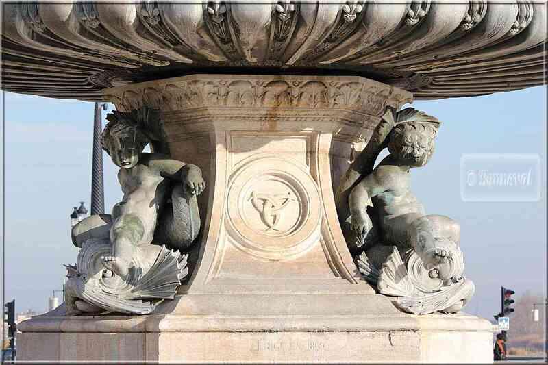 Bordeaux Place de la comédie socle Fontaine des Trois Grâces
