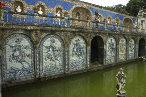 Le Bassin des Chevaliers et la Terrasse des Rois