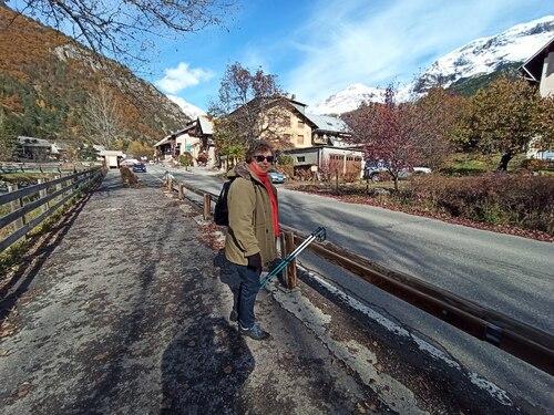 Sommets alpins enneigés.