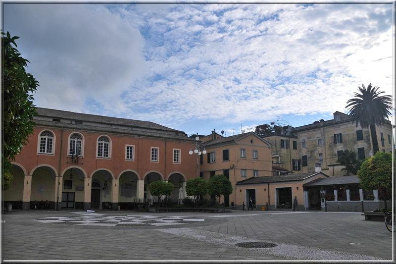 Italie, les 5 Terres : Levanto, place de la Mairie