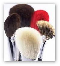 Maquillage sans parfum d'une peau allergique (le teint)