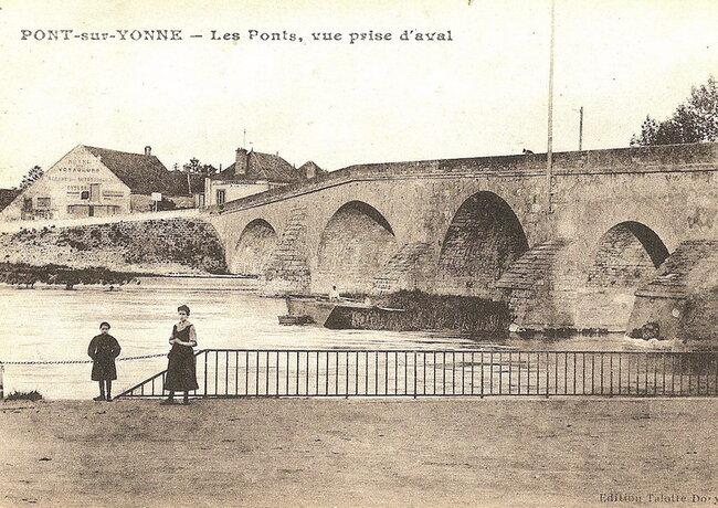 Le pont: vue prise en aval