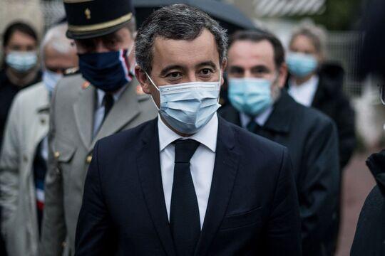 Un artiste italien met en ligne des photos de policiers français, Darmanin  demande le retrait