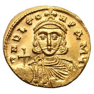 Solidus (monnaie romaine) sur lequel figure Léon III. L'agrandissement montre son fils, Constantin V.