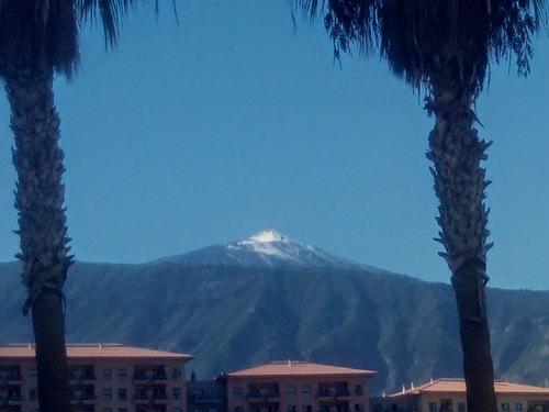 Après les premiers flocons de neige, le Teide s' est caché ....