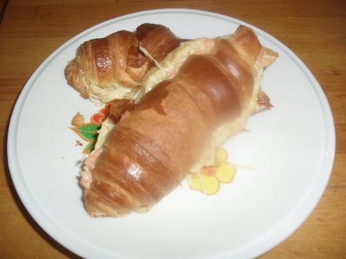 Ce midi, repas totalement DIETETIQUE : des croissants au jambon/saumon