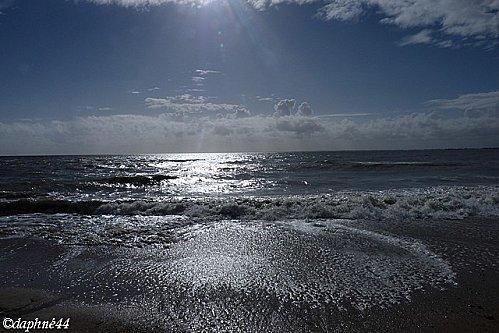 il-y-a-le-ciel-le-soleil-et-la-mer.jpg