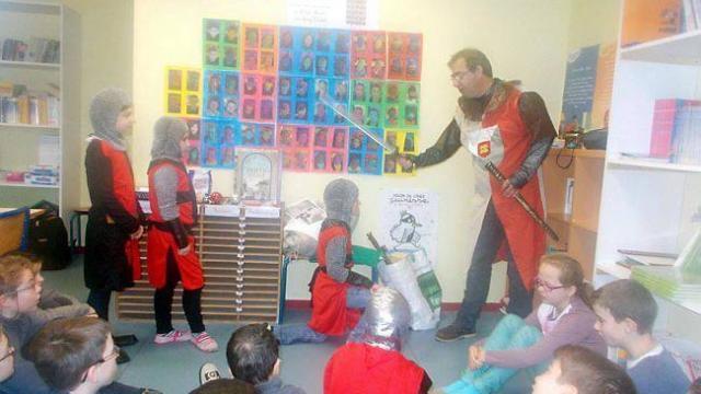 Les chevaliers ont suivi les étapes de l'adoubement avec Yann Gaudin.