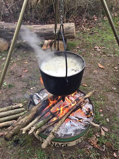 L'image contient peut-être: feu, nourriture et plein air