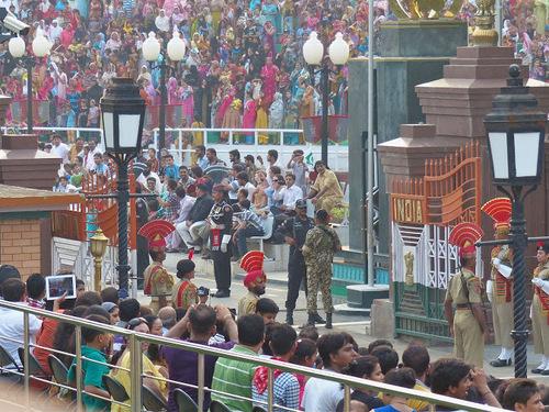 relève de la garde à la frontière indo-pakistanaise; suite et fin