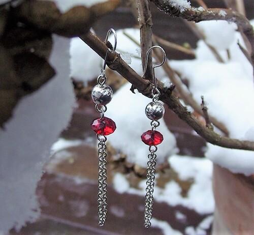Boucles d'oreilles en perles de verre dans les tons rouges