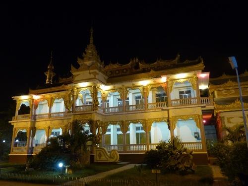 le centre de Monywa de nuit