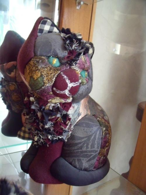 Chat habillé de tissu