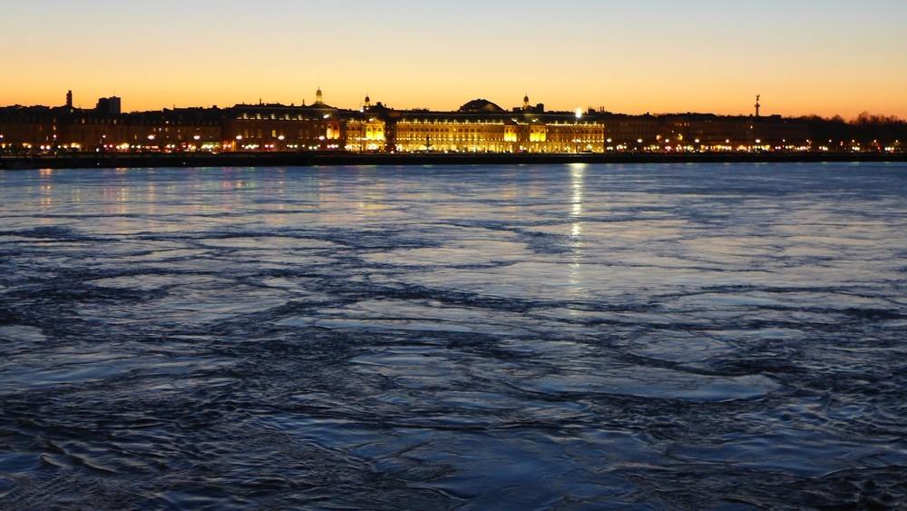 Bordeaux la nuit : façades illuminées...