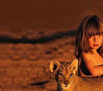 La petite Tippi dans la savane africaine