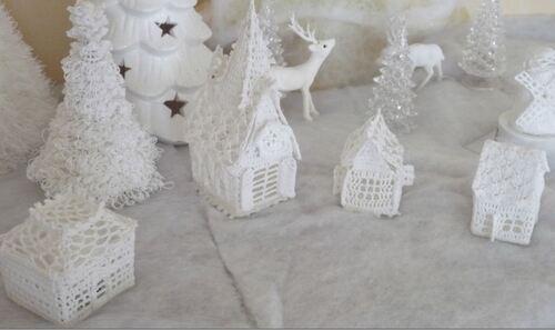 Mon village blanc (4) : l'église et les 2 maisonnettes