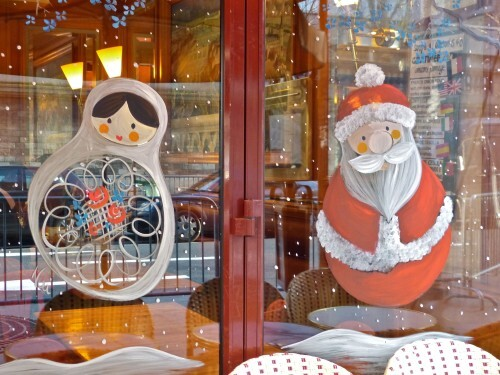 Père Noël en vitrine café russe