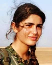 """L'""""Angelina Jolie"""" kurde tuée par le groupe Etat islamique"""